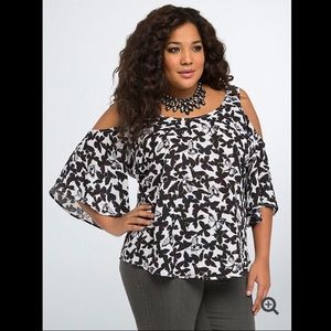 BUTTERFLY GEORGETTE COLD SHOULDER TOP